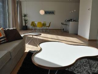 Antwerp-Apartment, in trendy, old harbour area, Amberes