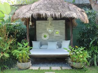 Small gazebo/lounge