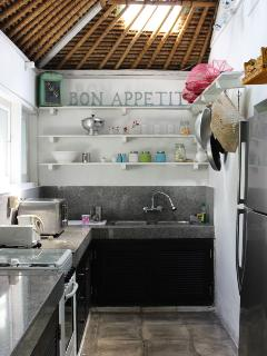 Fully equipped kitchen (2)