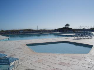 Oceanfront Resort! 100 yards to pool and beach!