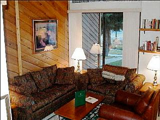 Close to the Quicksilver Ski Life - Outdoor Hot Tub, Heated Swimming Pool  (13112), Breckenridge
