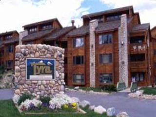 Great Value - Ski-In/Walk Across Street to Snowflake Lift (7025), Breckenridge
