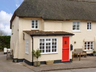 COXES COTTAGE, family friendly, character holiday cottage, with a garden in Clyst St Mary, Ref 13292, Devon