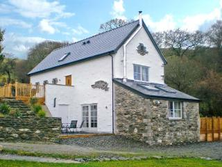 RED KITES RETREAT, family-friendly, luxury holiday cottage, with a garden in Eglwysbach, Ref 13007