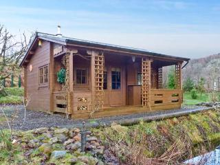 THE LOG CABIN, romantic, country holiday cottage, with open fire in Oban, Ref
