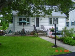 Plymouth 4 Bdrm. A/C home 2 min. to Private Beach