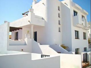 Cozy 4 bedroom, 3 bathroom villa with pool, Corralejo