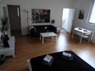 Between Ku'Damm and Potsdamer Platz, Apartment A, Berlin