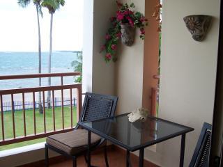 Haciendas del Club beachfront 1-305 1 br w/WiFi, Cabo Rojo