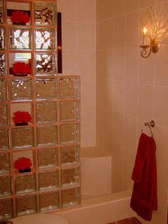 Bath 2 attached to Suite 2