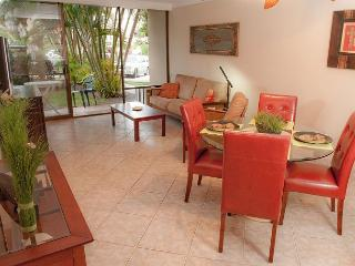 SUMMER SPECIALS! Ground Floor Condo just steps from Kamaole Beach Park, Kihei