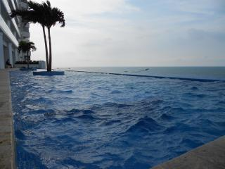 Beach front near city center - 2 bedroom Cartagena