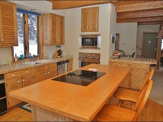 Fully Equipped Kitchen - New Appliances & Heated Hardwood Floors.