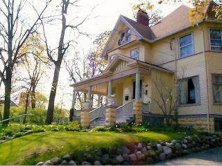 Scarlett House Victorian Bed & Breakfast, Janesville