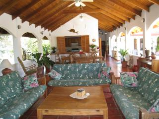 Costa Rican beach hideaway, 3-5 bdrm's w/ prv.pool, Playa Carrillo