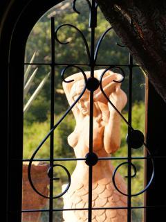 La sirena a traves de la ventana