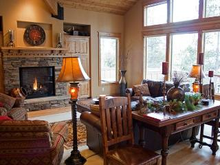 Upscale Sunriver Home with 4 Master Suites and Hot Tub Near North Entrance