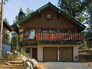 3BR Plus Loft and Bonus Room remodel with open cabin feel- Sleeps up to 10, South Lake Tahoe