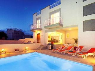 5 bedroom holiday Villa with pool in St.Julians, San Julián