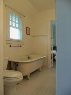bath/tub