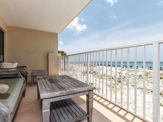 GS 203:WRAP AROUND BALCONY, RIGHT ON BEACH, FREE BEACH CHAIRS AND GOLF!