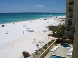 PI 412:Have a splashing good time at the beach in this BEACH FRONT CONDO