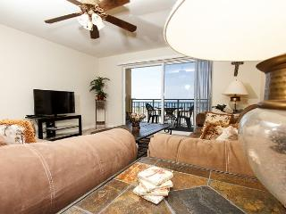 PI 107: Cozy beach front condo, free beach chairs, wifi, dolphin cruise daily