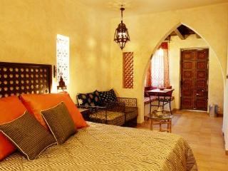 Moroccan stile designed studio in German Colony, Jerusalén