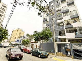 Modern 2 Bedroom Apt in Heart of Miraflores