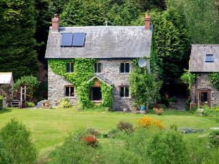 CWM BEDW FARMHOUSE, family friendly, character holiday cottage, with open fire in Abbey-cwm-hir, Ref 12623