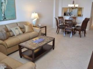 Somerset 809 - Great Location, Beachfront Condo!, Marco Island