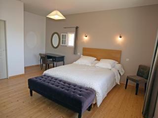 master bedroom- Le Relais - Chateau La Gontrie