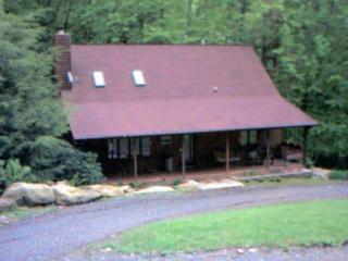 Dillsboro, North Carolina - Rushing Waters Cabin