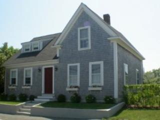 4 Bedroom 3 Bathroom Vacation Rental in Nantucket that sleeps 8 -(10145)