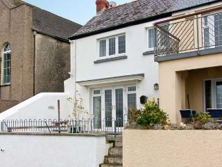 ROCK COTTAGE, family friendly, with a garden in Amroth, Ref 12579