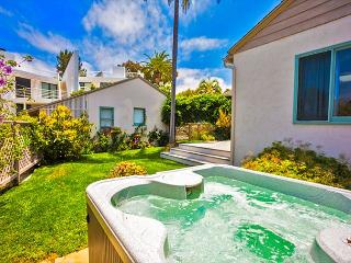 20% OFF DEC + NYE OPEN! Del Mar Beach Beauty w/ Views & Private Jacuzzi