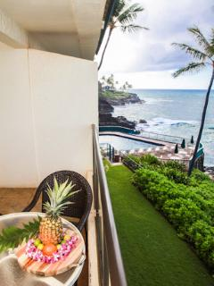 180 degree views of the Pacific from this lanai, no obstructions to your views, every changing.