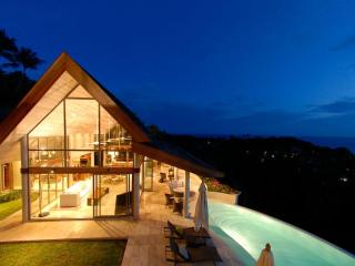 Villa Serendipity with Stunning Ocean Views, Complimentary Car & Free Transfer