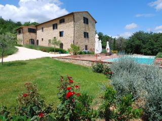 5-bedroom Tuscan Villa w/pool near Siena+Florence, Radicondoli