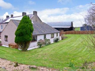 TREFFGARNE FARM COTTAGE, family friendly, country holiday cottage, with a garden