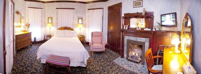 Spring Garden Room,Queen Bed, Shower in the Bath