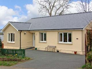 FFYNNON NI, pet friendly, country holiday cottage, with a garden in Narberth