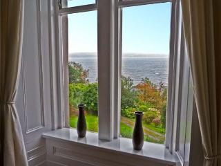 NEWTON HOUSE, family friendly, character holiday cottage, with a garden in Dunoon, Ref 11545
