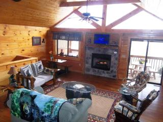 Prime Location Rustic Elegant Mountain Cabin, Gatlinburg