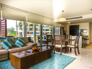 Corner Ground Floor Unit by the Beach Club and Pool!, Playa del Carmen