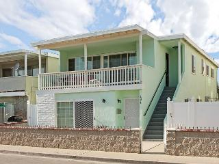 Popular Upper Level Duplex, 6 Houses From Sand, Private Balcony, BBQ! (68287)