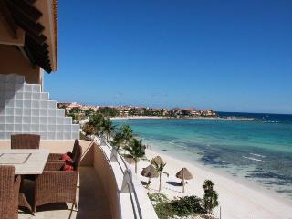 Beautiful Mayan Riviera Beachfront Penthouse, Puerto Aventuras