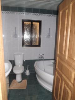 Main Bathroom No 4