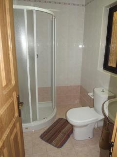 Ensuite with main bedroom No 4