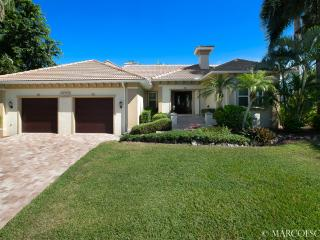 KENDALL - 4 Bedroom Coastal Villa Off Collier Bay, Walk to Tigertail Beach!, Marco Island